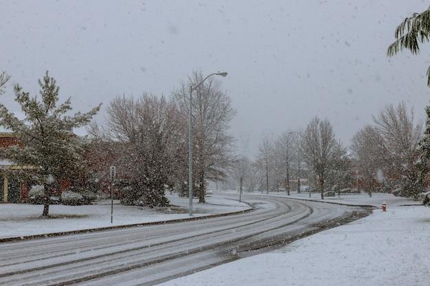 Neige dans la ville tempête de neige à new york