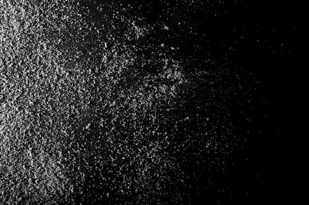 Neige sur le papier noir