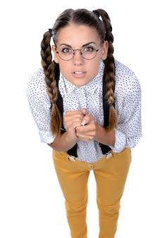 Nerd femme expression folle dans des lunettes