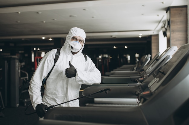 Nettoyage et désinfection du gymnase