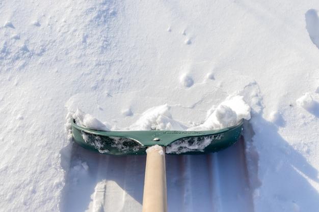 Nettoyage de la neige après la tempête de neige