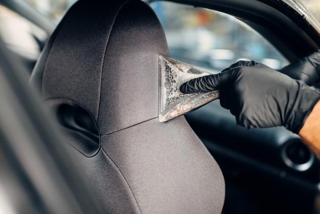 Nettoyage à sec des sièges auto avec aspirateur