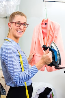 Nettoyant en blouse de repassage