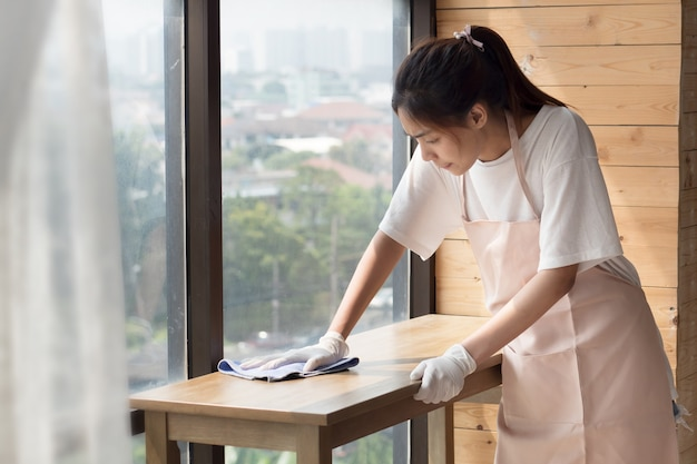 Nettoyant femme salon de nettoyage,