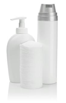 Nettoyants de soins de la peau sur blanc