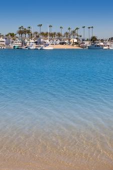 Newport bay, californie, péninsule de balboa et île du lido