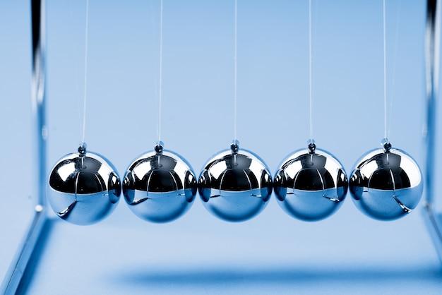 Newtons cradle balles d'équilibrage, concept d'entreprise