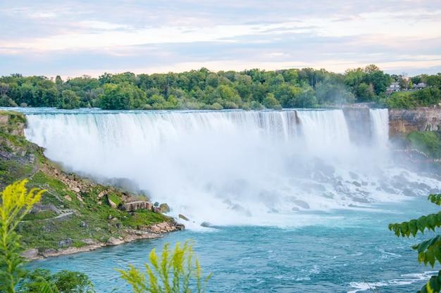 Niagara falls entre les états-unis d'amérique et le canada