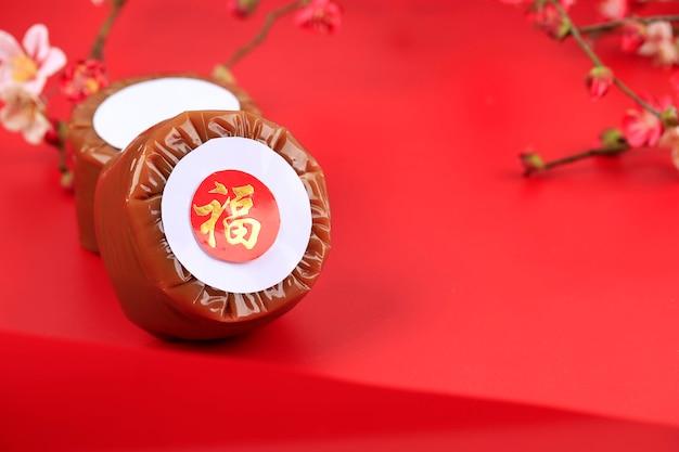 Nian gao aussi niangao un gâteau de riz sucré, un dessert populaire mangé pendant le nouvel an chinois. il était à l'origine utilisé comme offrande dans les cérémonies rituelles
