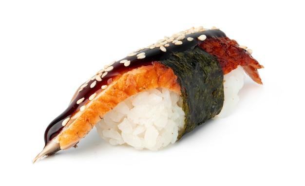 Nigiri sushi isolé sur fond blanc gros plan