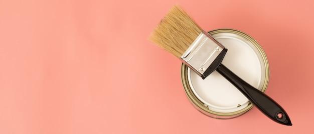 Le niveau de lumière dans la maison si la lumière est faible, utilisez des couleurs vives