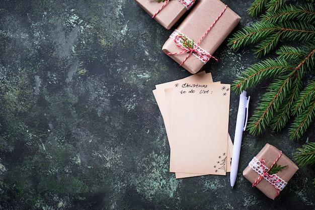 Noël à faire la liste. vue de dessus, espace pour le texte