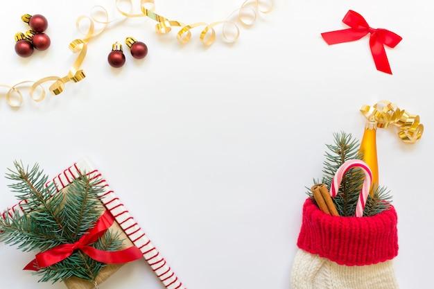 Noël maquette photo avec des éléments décoratifs et des chaussettes