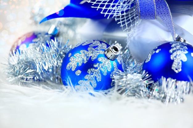 Noël et nouvel an. ornements d'arbre de noël
