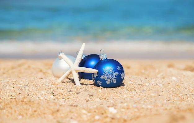 Noël sur la plage. voyages. nature de la mise au point sélective