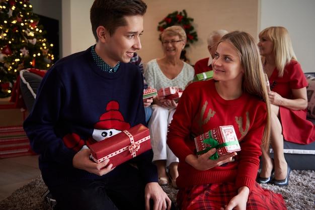 Noël Avec Toute La Famille Photo gratuit