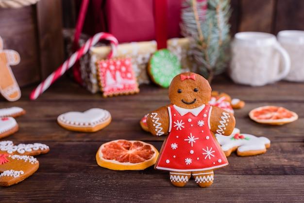 Noël, vacances, fond, biscuits, pain d'épices, décoration, gingembre, biscuit, bois, matériau, nourriture, hiver, célébration, arbre, saison, rustique, fait maison, cadeau, rouge, cultures, gâteau, orné, onglet