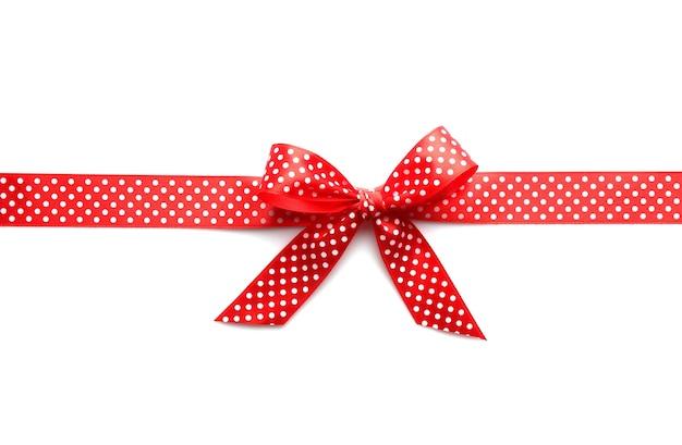Noeud de ruban rouge sur fond blanc