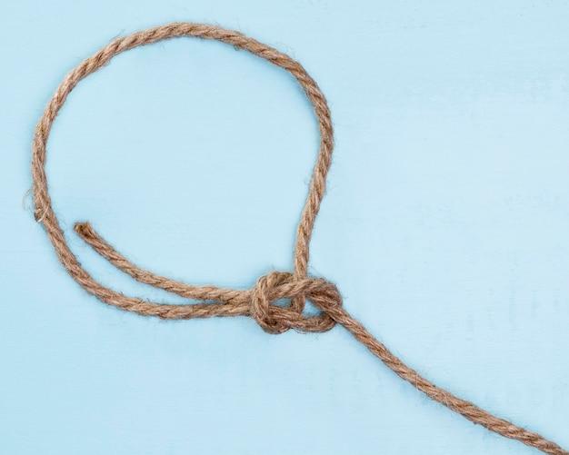 Nœud simple de corde beige solide ficelle