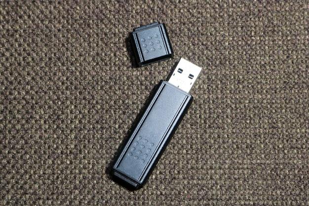Noir flash drive