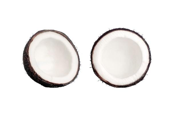 Noix de coco sur fond bleu isolat. concept minimal de noix de coco.