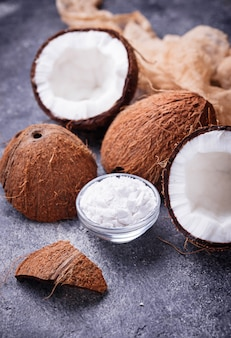 Noix de coco fraîche et huile de noix de coco