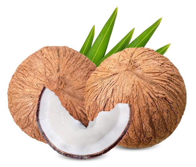 Noix de coco isolé sur blanc avec un tracé de détourage