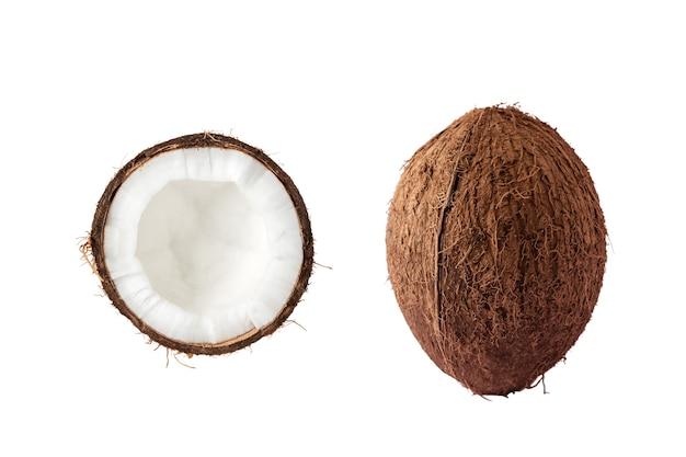 Noix de coco isolée sur blanc.