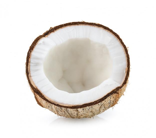 Noix de coco isolée sur la surface blanche