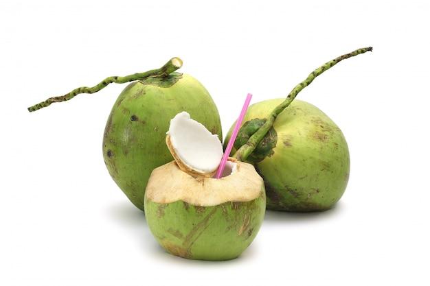 Noix de coco mûre et savoureuse isolée
