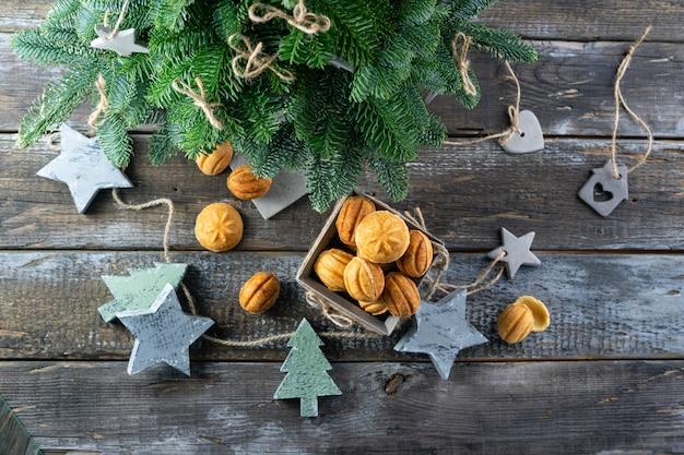 Noix de gâteau au caramel salé pour le nouvel an. eco jouets en bois