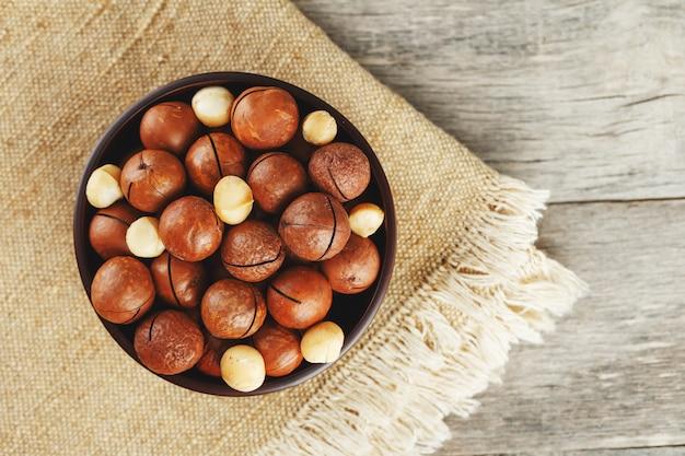 Noix de macadamia bio en tissu vintage