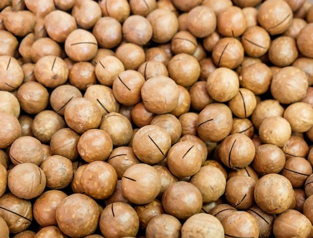 Noix de macadamia couleur brun beaucoup