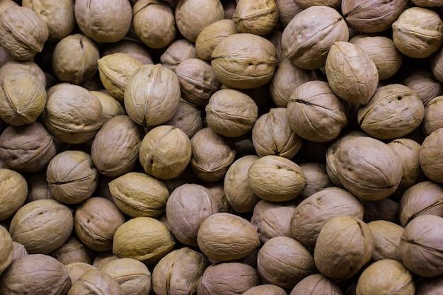 Noix d'un marché. fond de noix. nourriture saine.