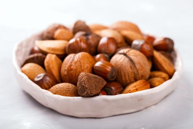 Noix mélangées. noix de grenoble, noix du brésil, amandes, noisettes