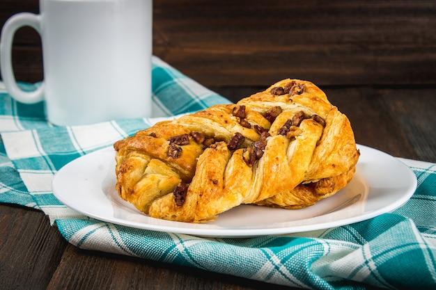 Noix de pécan d'érable de pâtisserie danoise aux noix et au sirop d'érable