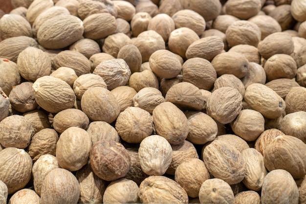 Noix avec remplissage de l'image fond de noix fraîches. vue de dessus