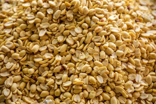 Noix sèches sur le marché turc à antalya, turquie. nutrition et vitamines. alimentation saine et crue. fond de nourriture