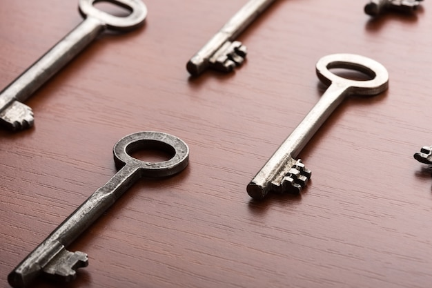 De nombreuses clés sur la table