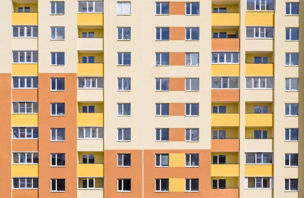 De nombreux appartements dans le bâtiment.