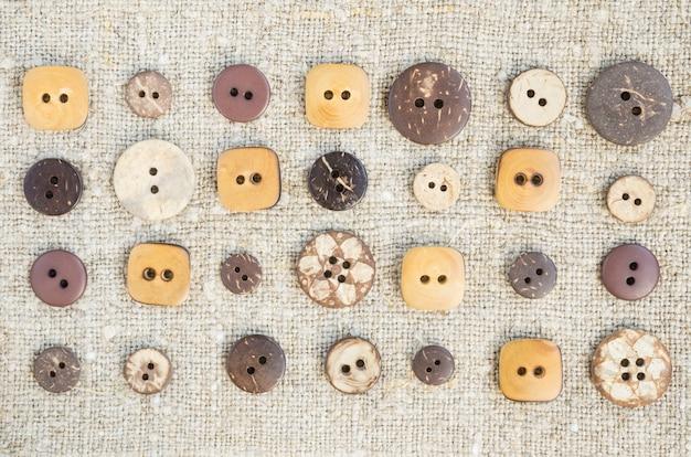 Nombreux petits boutons d'origine