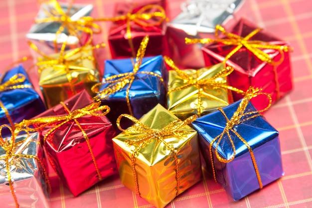 De nombreux petits cadeaux de noël