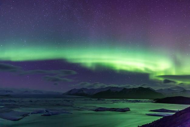 Northern light aurora borealis glacier de jokulsarlon