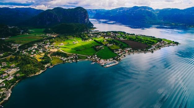 Norvège, photos aériennes, paysage, mer, montagne,