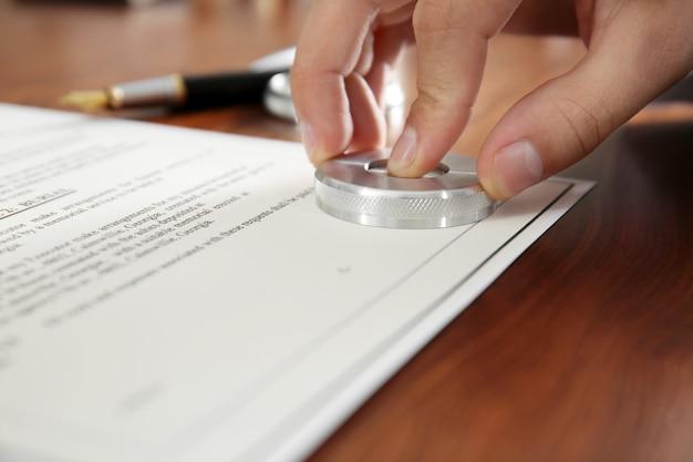 Notaire public dans le document de cachet de bureau