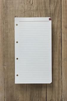 Note sur fond de bois