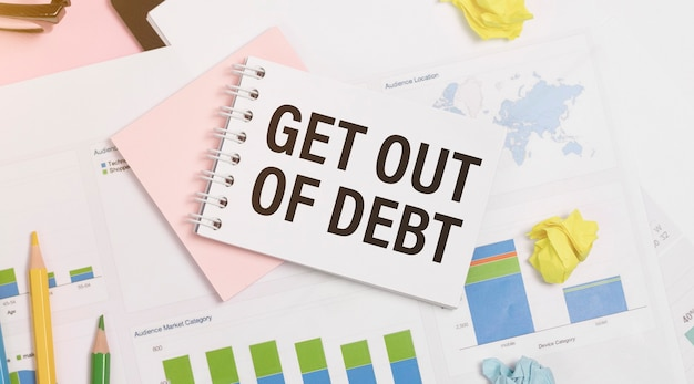 Note papier avec texte sortir de la dette