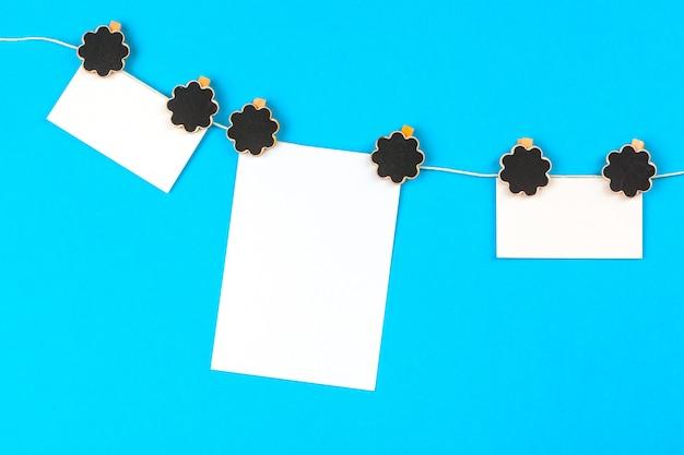 Note de rappel suspendue à une pince à linge sur une corde à linge