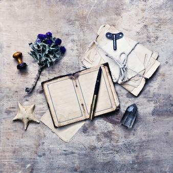 Notes de chercheur de voyageur sur le vieux fond en bois