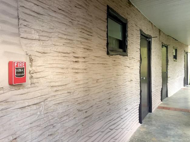 Notifier manuel pull station simple / interrupteur d'alarme incendie sur le mur